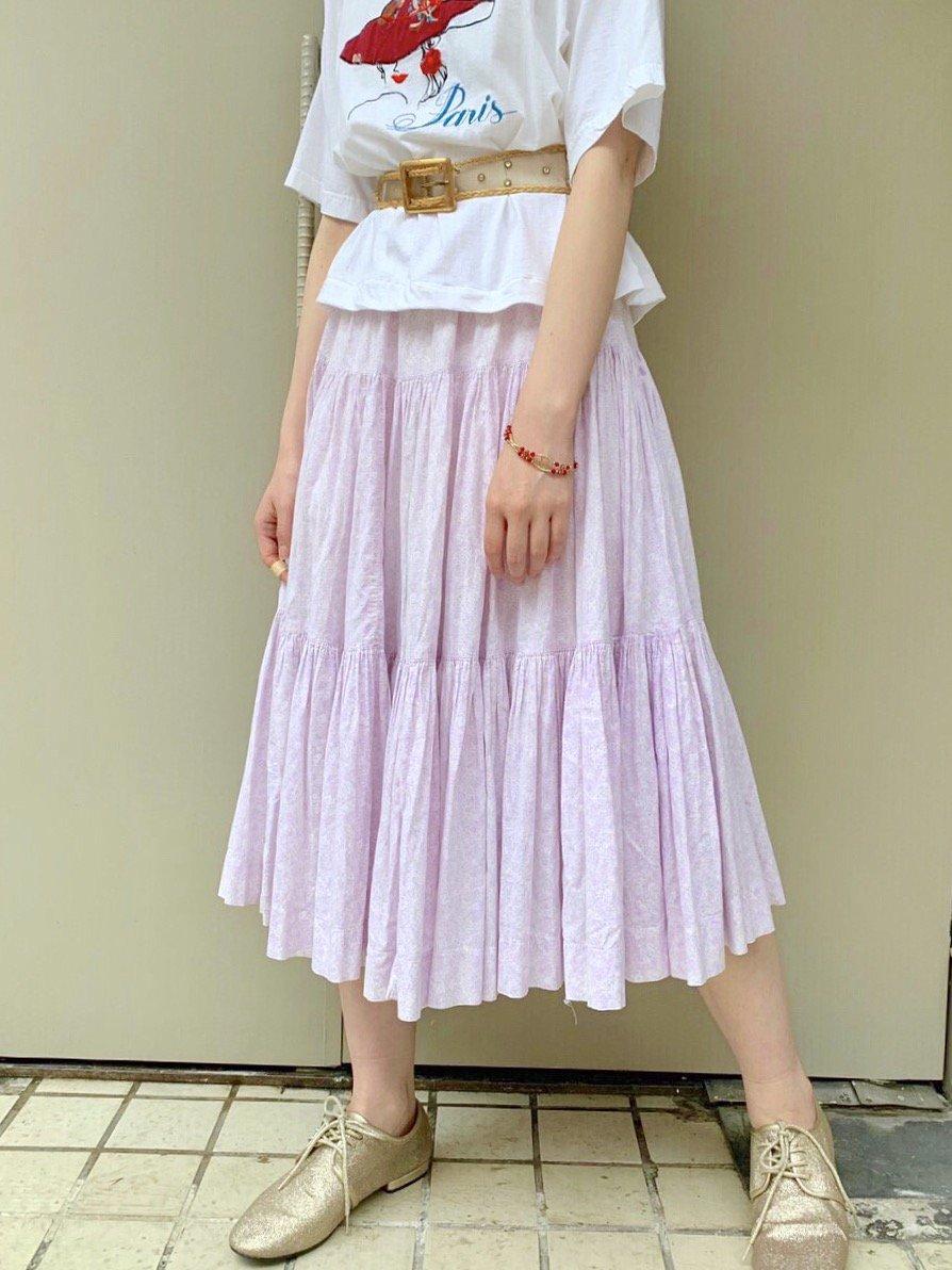 ラベンダー色の小花柄ティアードスカート