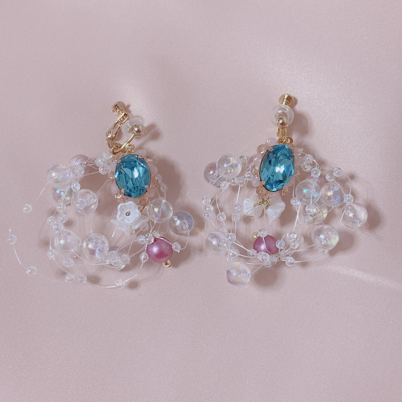 "mimi × tvm ""vintage parts earring"" シャボンカラースワロフスキー(ブルー)"
