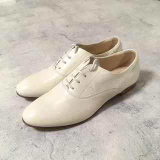 TODS│トッズ│プレーントゥシューズ│クリーム