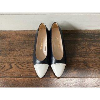 CHANEL.bicolorshoes.black.37 1/2