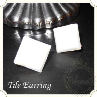 ガラスタイルイヤリング ホワイト ハンドメイド