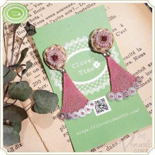 ビーズ刺繍とラフィアピアス ピンク