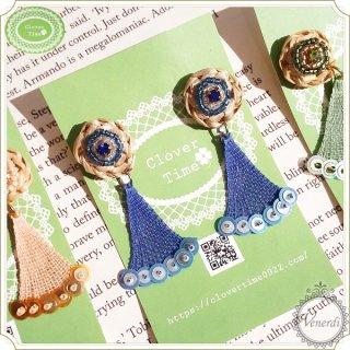 ビーズ刺繍とラフィアピアス ブルー