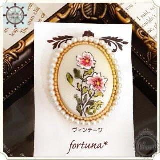 ヴィンテージビーズ刺繍のお花のブローチ