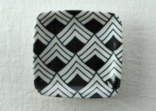 WP810 和皿/四角(黒)・波