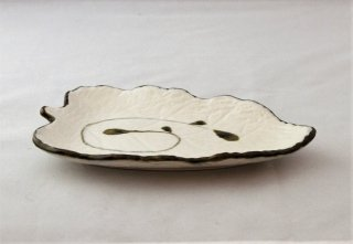WP919 和皿/リーフ型(白×緑)・唐草模様
