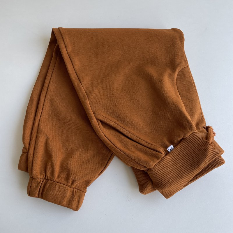 <img class='new_mark_img1' src='https://img.shop-pro.jp/img/new/icons14.gif' style='border:none;display:inline;margin:0px;padding:0px;width:auto;' />aw21 ReposeAMS sweatpants / glazed caramel