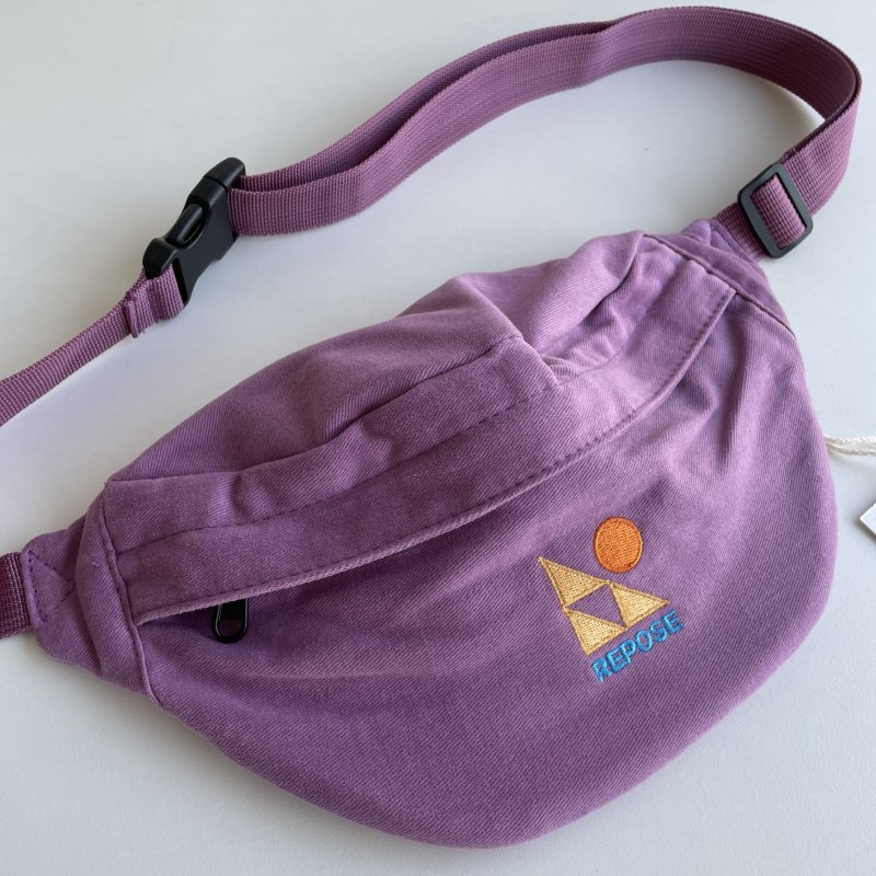 <img class='new_mark_img1' src='https://img.shop-pro.jp/img/new/icons14.gif' style='border:none;display:inline;margin:0px;padding:0px;width:auto;' />aw21 ReposeAMS fanny pack / violet orchid