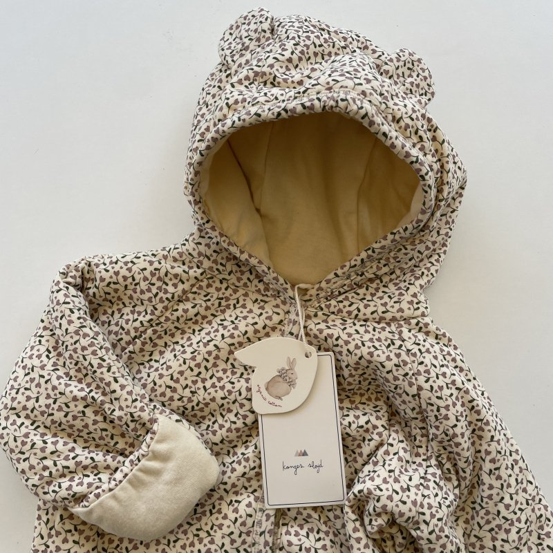 <img class='new_mark_img1' src='https://img.shop-pro.jp/img/new/icons14.gif' style='border:none;display:inline;margin:0px;padding:0px;width:auto;' />konges solid  NEWBORN ONESIE WITH HOODIE/ FLOWER BOUQUET /MILK TANK