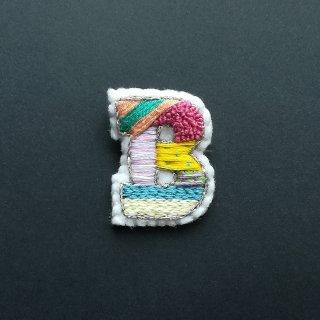 【限定】アルファベット刺繍ブローチ《B》