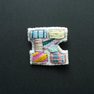 【限定】アルファベット刺繍ブローチ《K》