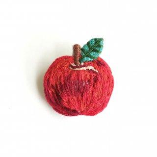 りんごの刺繍ブローチ