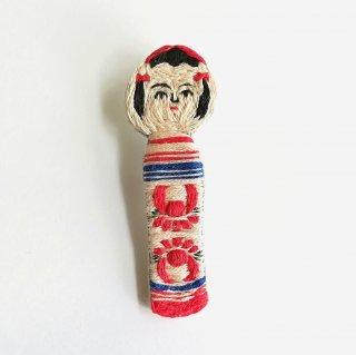 こけしの刺繍ブローチ