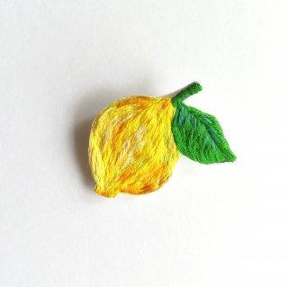 レモンの刺繍ブローチ