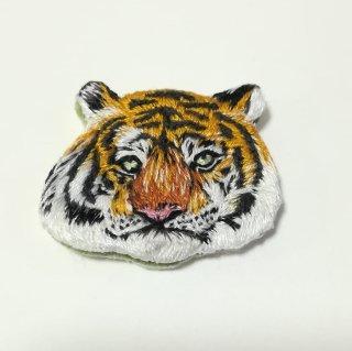 トラの刺繍ブローチ