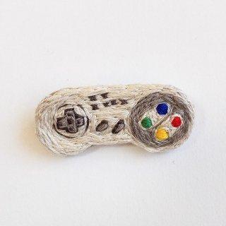 コントローラーの刺繍ブローチ