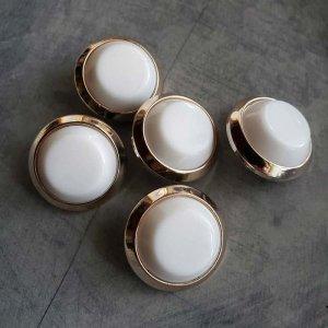 5個セット・同色ボタン・お買い得価格ボタン・大サイズ・ホワイト
