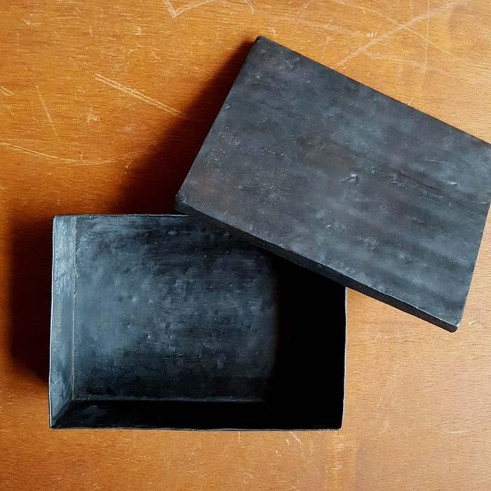 黒い鉄の箱 メインイメージ
