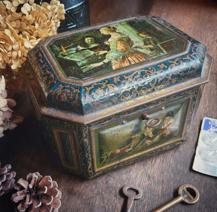 フランス・アンティーク・レトロ缶・ブリキ缶・1980年代・鍵付き メインイメージ
