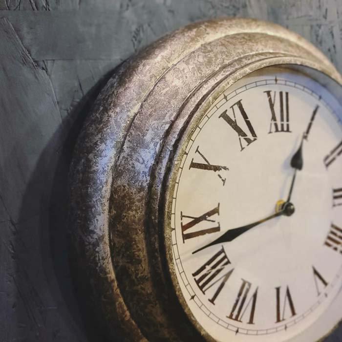 シルバー・ウォールクロック・壁掛け時計・アンティーク風クロック メインイメージ