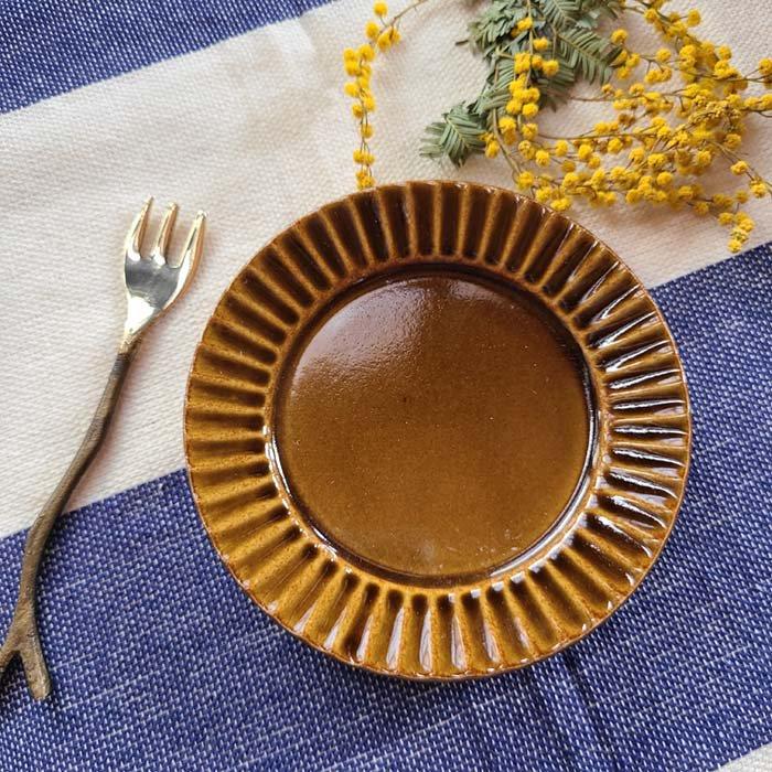 菊型・9cmプレート・豆皿・美濃焼・飴ブラウン サブイメージ
