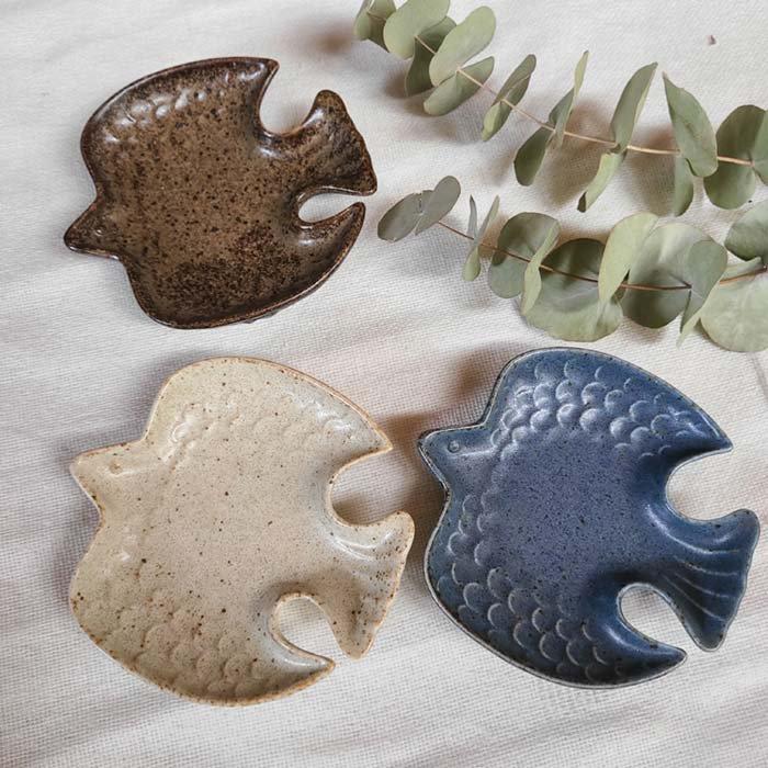 羽ばたく鳥の小皿・豆皿・美濃焼・フライングバード・カラフル サブイメージ