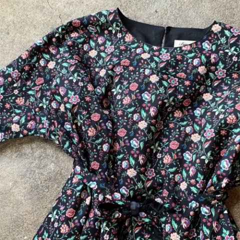 """Porter des boutons """"Piping Dress"""""""