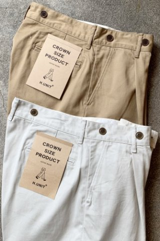 """H.UNIT  """"Chino crown size tuck trousers"""""""