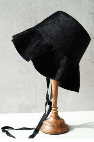 """RUMBLE RED × Saravah """"Waving Rabbit Hat"""""""