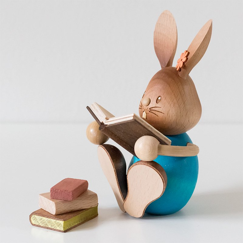 Drechslerei Kuhnert クナート 読書をするウサギ