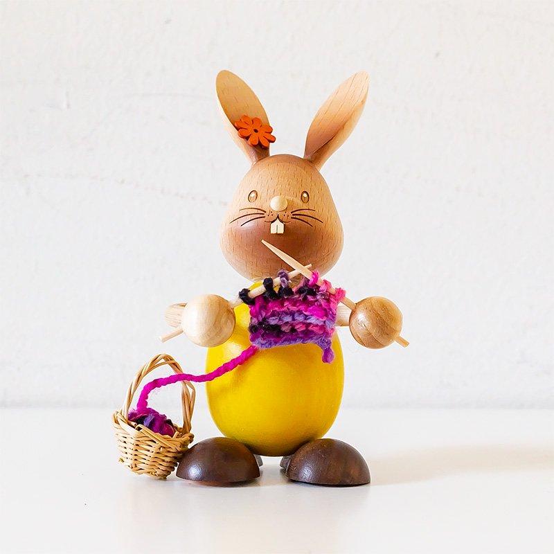 Drechslerei Kuhnert クナート 編み物をするウサギ