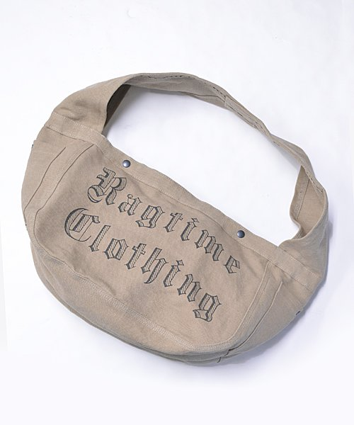 <img class='new_mark_img1' src='https://img.shop-pro.jp/img/new/icons14.gif' style='border:none;display:inline;margin:0px;padding:0px;width:auto;' />RAGTIME FAT STRAP NEWSPAPER BAG CANVAS  OE LETTER PRINT