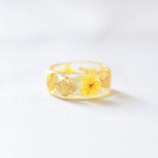 光透き通る、花と金箔のリング(コデマリ黄)/nico design