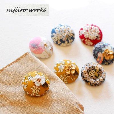 nijiiro works(ニジイロワークス) リバティの生地を使ったお洒落なブローチ