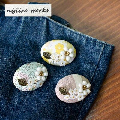 nijiiro works(ニジイロワークス) リバティプリントと亀田縞の生地を使ったお洒落なブローチ お洒落で可憐