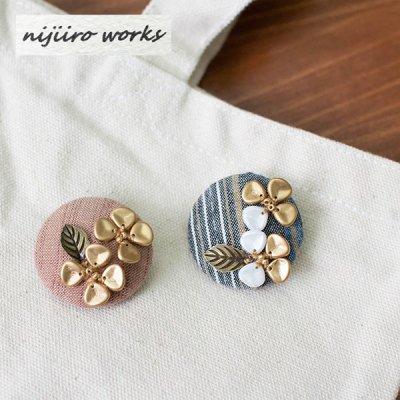 nijiiro works(ニジイロワークス) 亀田縞の生地を使ったお洒落なブローチ お洒落で可憐なブローチ