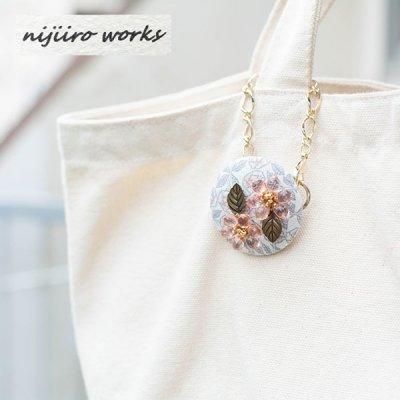 nijiiro works(ニジイロワークス) リバティの生地を使ったお洒落なバッグチャーム 多色使いの小花柄をプリ