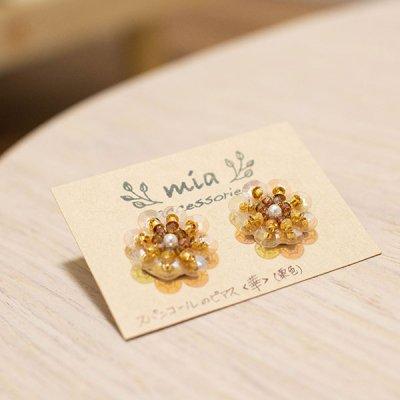 mia(ミア) お花モチーフの栗色スパンコール直結ピアス 色々合わせやすいアクセサリー