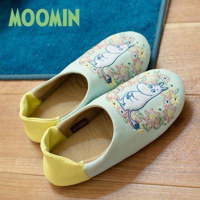 MOOMIN(ムーミン) ムーミンとリース立体感のある刺繍のルームシューズ 軽量で履き心地が良い