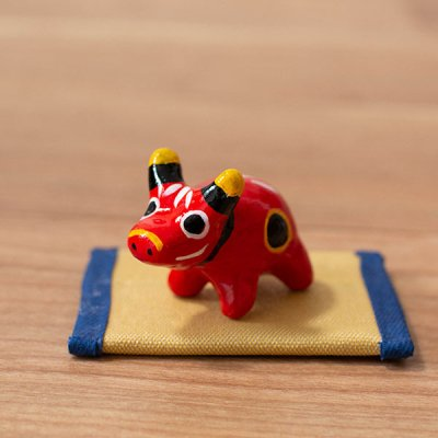 ぴぺたぺぴた(ピペタペピタ) ミニたたみつき赤べこの置物 丑の縁起の良い置物