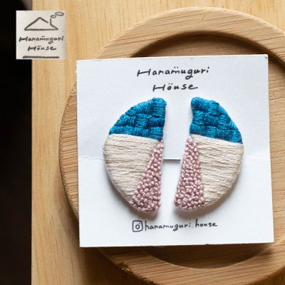 Hanamuguri&Hanamuguri house 刺繍クリップ式イヤリング 配色カラーが可愛いアクセサリー