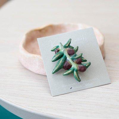 kuchibueworks オリーブモチーフの陶器ブローチ 植物モチーフのお洒落なブローチ