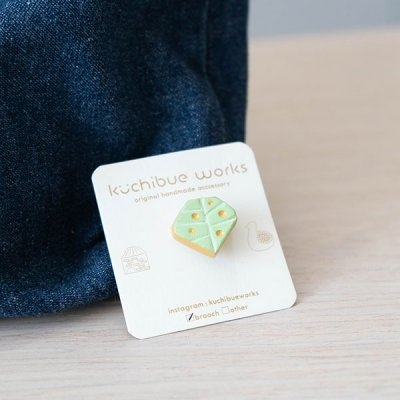 kuchibueworks 小さな木モチーフの陶器ブローチ ミニサイズの可愛いブローチ