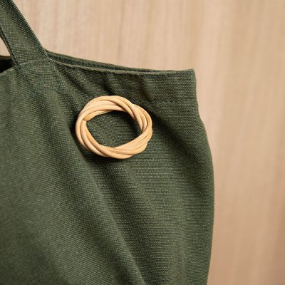 kuchibueworks 軽くて丈夫な素材の紅茶染めラタンブローチ シンプルな洋服やバッグに合うアクセサリー