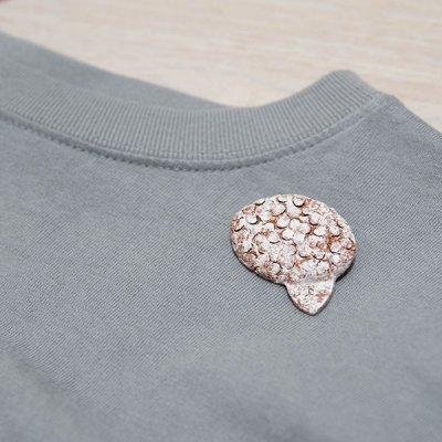kuchibueworks あじさいモチーフの陶器ブローチ シンプルな洋服やバッグに合うお花モチーフのアクセサリー