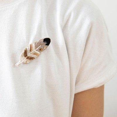 mia 羽モチーフの刺繍ブローチ コーデイネートのポイントになるお洒落なブローチ
