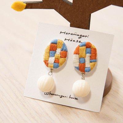 Hanamuguri&Hanamuguri house 刺繍直結ピアス 配色カラーが可愛いキャッチ付きのピアス