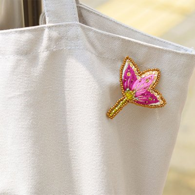 mia お花モチーフの刺繍ブローチ ポイントになるお洒落なブローチ