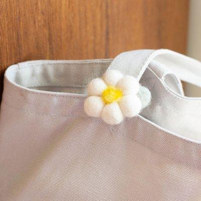 Rocca 羊毛フェルトお花ブローチ 安全ピンとクリップ付きのブローチ