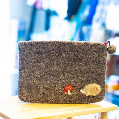 Rocca 羊毛フェルトのハリネズミポーチ 温かみのあるフェルトファスナーポーチ